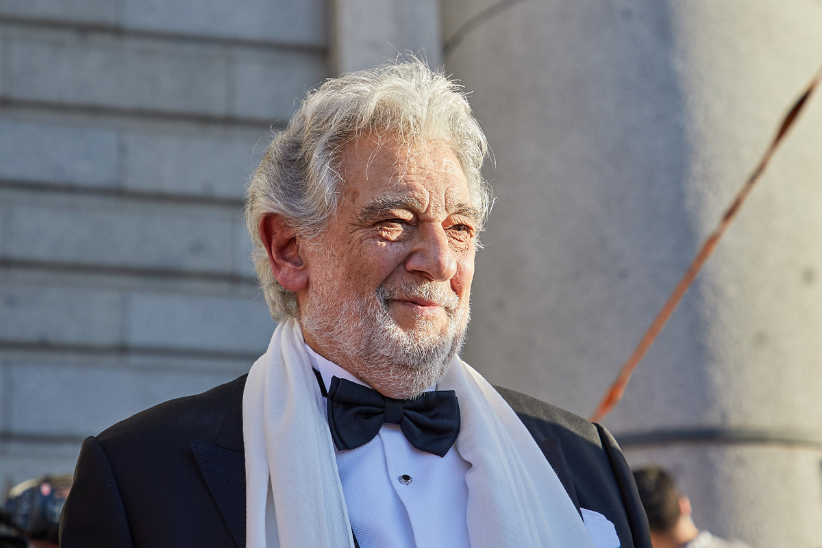 Domingo withdraws from Met Opera after harassment reports