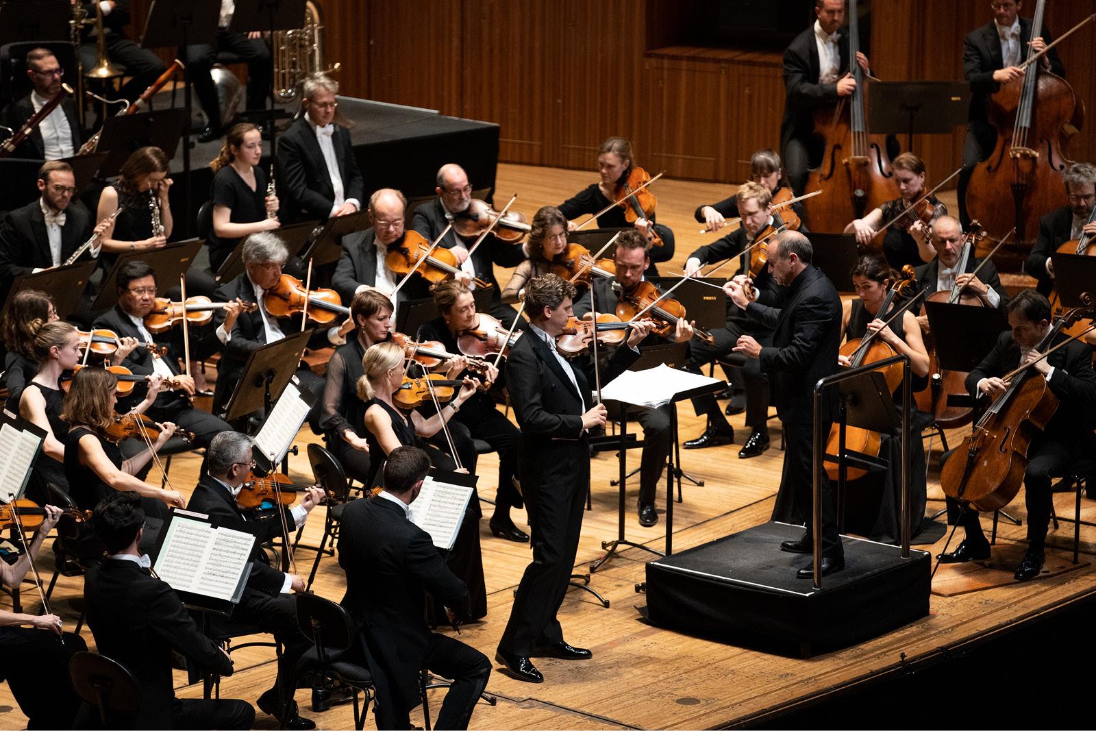 Shostakovich Symphony No  4 (Sydney Symphony Orchestra)