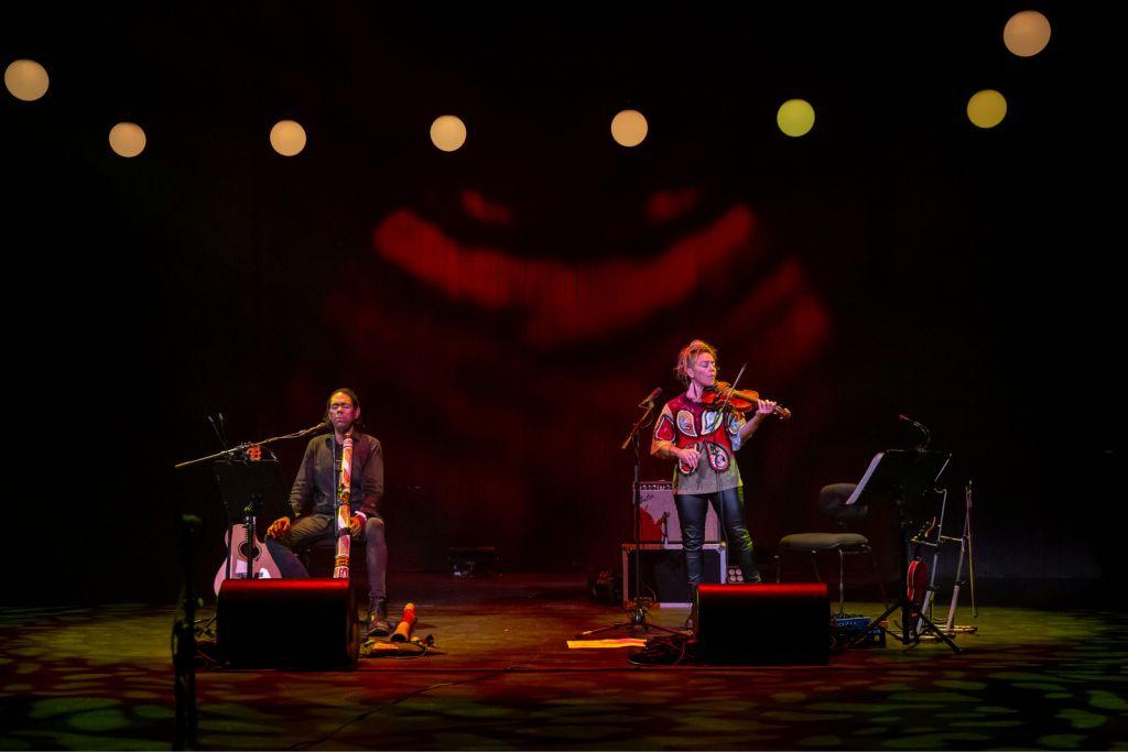 William Barton and Veronique Serret perform Heartland