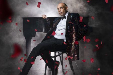 Bigger & Blacker – Steven Oliver's Life in Cabaret