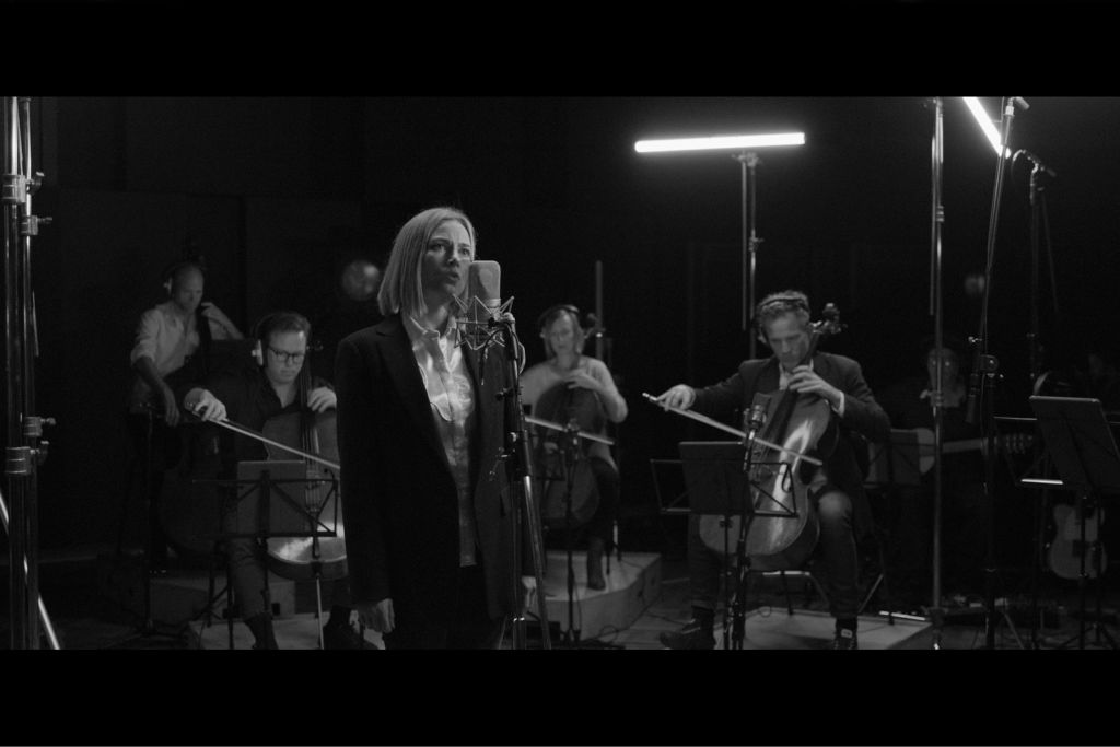 Satu Vänskä and the Australian Chamber Orchestra inBach and the Beyond. Photo courtesy of the Australian Chamber Orchestra